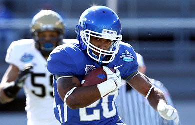 Kentucky's Derrick Locks picks up 71 yards rushing on 12 carries against Pittsburgh. (US Presswire)