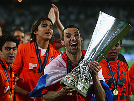 Croatia's Darijo Srna of Shakhtar Donetsk (Ukraine) holds the UEFA Cup following his team's 2-1 win after extra time over Werder Bremen (Germany) at the Sukru Saracoglu Stadium, in Istanbul, Turkey, on May 20, 2009. (Getty Images)