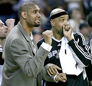 Tim Duncan (left) and Drew Gooden lead the cheers after Michael Finley's game-deciding 3-pointer.  (AP)