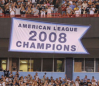 The Rays raise their 2008 American League Champions banner with the Yanks in town.  (Getty Images)