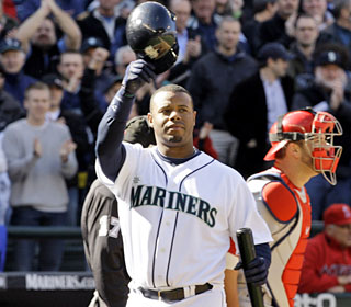 M's fans give Ken Griffey Jr. a warm welcome in his first game back in Seattle.  (AP)