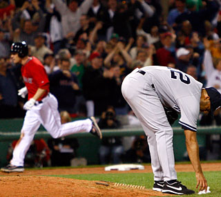 Jason Bay trots home as Mariano Rivera ponders another blown save to the Red Sox.  (Getty Images)