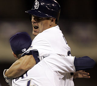 Slump? What slump? Brian Giles gets the big bases-loaded hit to win it for the Padres.  (AP)