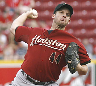 Roy Oswalt fails to add to his 23-1 career record against the Reds, but his Astros still prevail.  (AP)