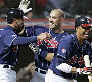 Mark DeRosa (left), who has four hits, scores the winning run that stops Boston's win streak.  (AP)