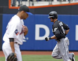Jorge Cantu hurts the Mets with another homer in the series, this one against ace Johan Santana.  (AP)