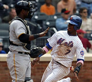 Jose Reyes crosses home plate to help the Mets secure their seventh consecutive victory.  (AP)