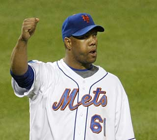 Livan Hernandez picks up his fourth win by throwing the Mets' first complete game of the season.  (AP)