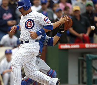 Jake Fox scores on Kosuke Fukudome's seventh-inning sacrifice fly, which eventually wins it for Chicago. (AP)