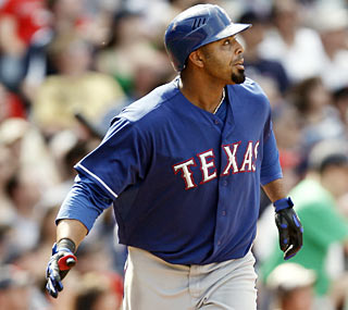 Nelson Cruz slams his 17th home run in the seventh inning, tying him for the AL lead.  (AP)