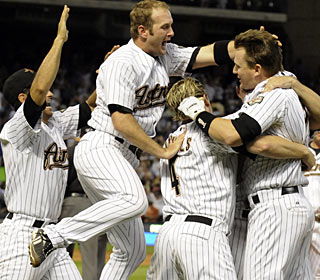 Geoff Blum (right) is mobbed by his teammates after knocking in the winning run in the ninth. (AP)
