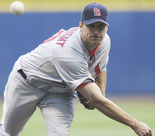 Adam Wainwright is solid en route to his ninth win. He strikes out nine and lowers his ERA to 3.09. (AP)