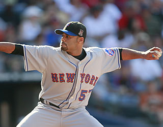 Johan Santana throws seven shutout innings against Atlanta and moves his scoreless streak to 15.  (AP)