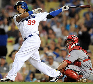 Manny Ramirez blasts his 537th career homer, passing Mickey Mantle into 15th on the all-time list.  (US Presswire)