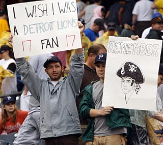 Pirates fans aren't happy as Pittsburgh finishes its 1,501st loss of the past 17 seasons.   (AP)