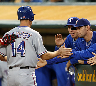 David Murphy collects three hits and two RBI to keep the Rangers afloat in the playoff race.  (AP)