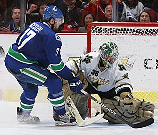 Vancouver's Ryan Kesler beats Dallas goalie Marty Turco for the final goal in the shootout.  (Getty Images)