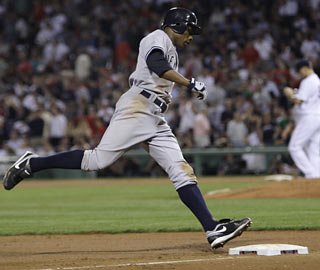 New Yankee Curtis Granderson makes closer Jonathan Papelbon pay in the 10th with a tiebreaking homer.  (AP)
