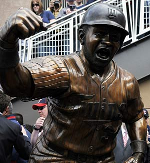 The Twins honor Kirby Puckett in their new park with this statue. (Getty Images)