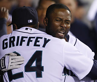 Milton Bradley not only ends a 1-for-22 slump with his clutch homer, he also receives top-notch gratitude.  (AP)