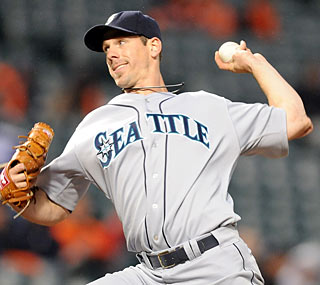 Cliff Lee goes 7 1/3 innings, giving up just one run to claim his first win for Seattle.  (Getty Images)