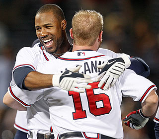 Jason Heyward's two-out ninth-inning double beats Cincy, which leads the NL with 13 comeback wins. (AP)