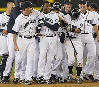The Mariners party like it's 1995 after Ken Griffey Jr. comes off the bench and collects a walk-off single. (AP)