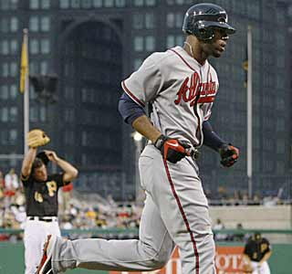 Jason Heyward provides the punch for the Braves by going 3 for 4 with a home run and three RBI.  (AP)