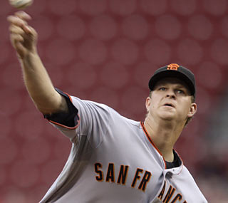 Matt Cain posts his third CG in his past five starts, having allowed three earned runs in 40 innings.  (AP)