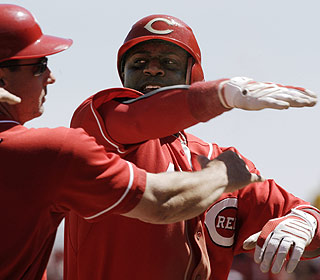 Brandon Phillips plays a key role as the Reds pick up their 21st come-from-behind victory. (AP)