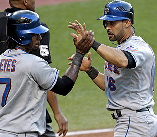 Angel Pagan drives in three runs with three hits as the Mets win their sixth in a row. (AP)