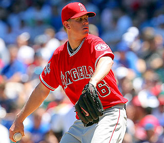 While his offense takes care of business, Jered Weaver K's 11 and picks up his seventh win. (US Presswire)