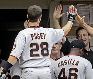 Buster Posey extends the Giants' lead with a solo home run in the eighth inning.  (AP)