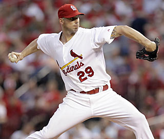 St. Louis rides the hot arm of Chris Carpenter, who yields just one run in eight sharp innings of work.  (AP)