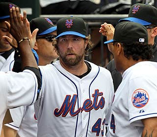 R.A. Dickey fires 8 1/3 scoreless innings as the Mets take a series for the first time since June. (Getty Images)