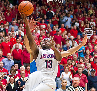 Nic Wise helps bring the McKale Center crowd to its feet, scoring 26 points.  (US Presswire)