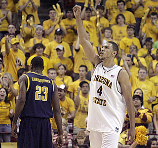 Jeff Pendergraph brings the crowd to its feet with a big performance in his final home game.  (AP)