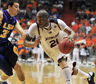 Guards get it done, too: Rasheem Barrett contributes 12 points and nine boards for Auburn. (AP)