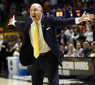 Marquette coach Buzz Williams has some problems with the officiating late in this nail-biter.  (US Presswire)