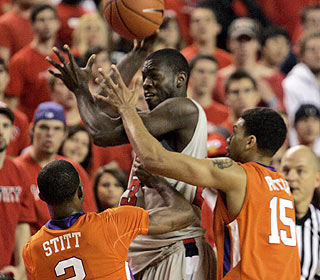 David Potter (right) helps out on defense, and also hits half of Clemson's 10 3-pointers in the win. (AP)