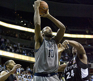 This driving layup by Greg Monroe with 6.5 seconds to go wins it for Georgetown. (AP)