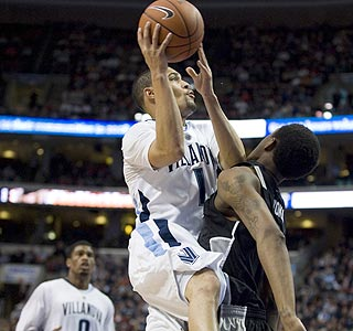 Scottie Reynolds scores 17 of his 22 points in the second half as 'Nova improves to 22-2. (US Presswire)