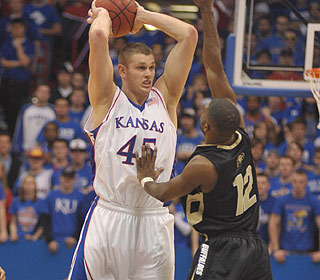 Cole Aldrich is head and shoulders above the Buffaloes. He scores 17 points with 10 boards. (US Presswire)