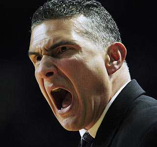 Frank Martin shouts instructions to his Kansas State squad, which improves to 24-4 on the season.  (AP)