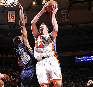David Lee goes for 19 points and 14 rebounds to help the Knicks with their third in a row.  (Getty Images)