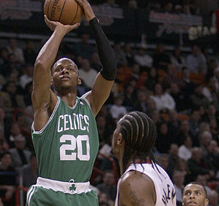 Ray Allen leads the Celtics with 27 points, including five of Boston's season-high 15 3-pointers.  (AP)