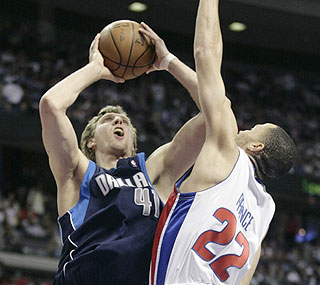 Dirk Nowitzki nets 26 points as the Mavericks rebound from a bad blowout loss to the Bucks.  (AP)