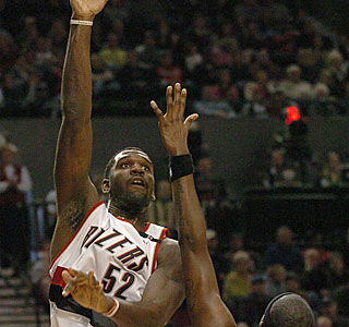 Greg Oden continues his recent surge with 18 points and 14 rebounds.  (AP)
