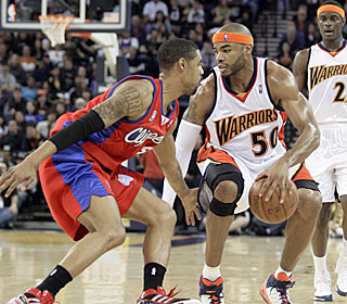 Corey Maggette reminds his former team what it's missing, going 7-for-8 from the field.  (AP)
