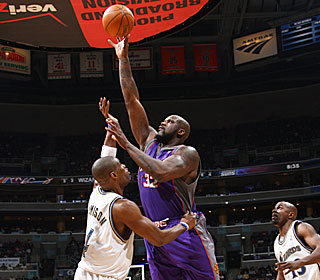 Shaquille O'Neal has no problems hitting the target, going 10-for-14 from the field.  (Getty Images)